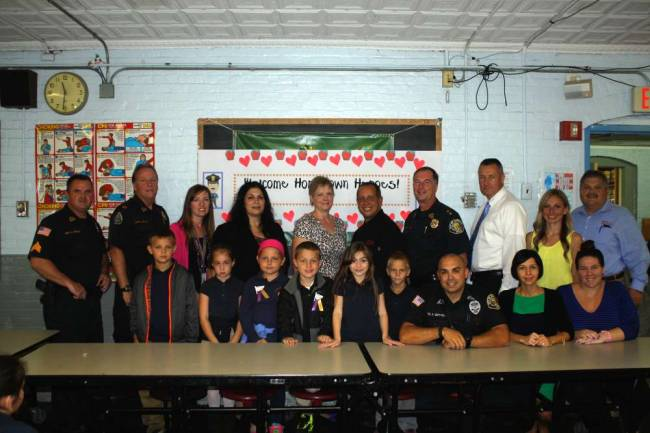 Garfield Police Department Officers Join Second Graders for Breakfast